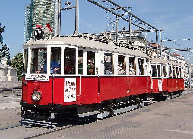 Zweiwagenzug am Praterstern